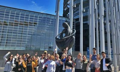 Studierende vor dem Europäischen Parlament in Straßburg