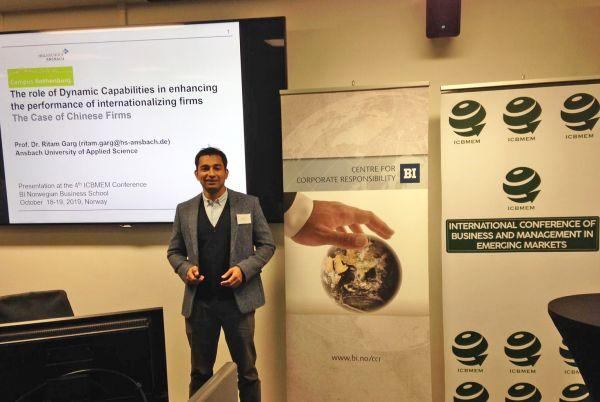 Fotografie von Prof. Dr. Ritam Garg während seines Vortrages in Oslo
